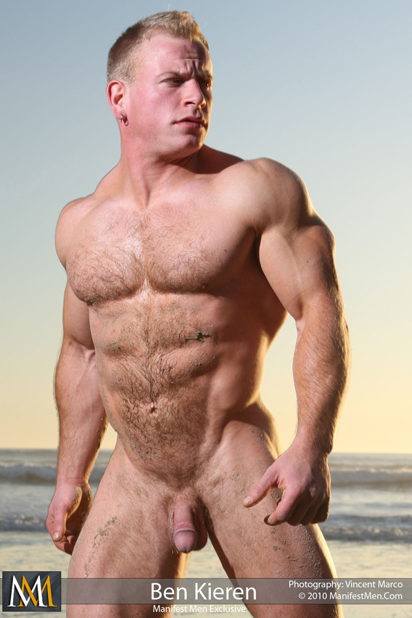 Body builder male nude pic