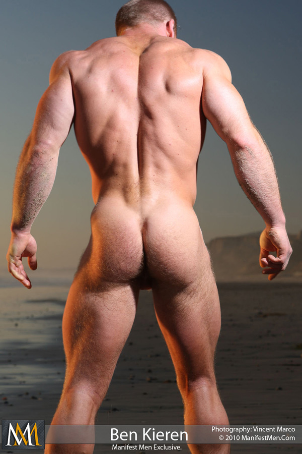 Naked muscle man bubble butt